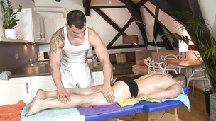 Tattooed masseuse bangs his gay customer on the massage table