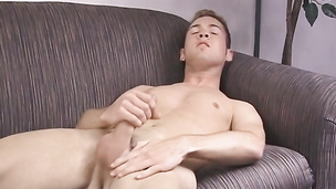 Hung cock sucker Chase Gannon jacks off his prick solo