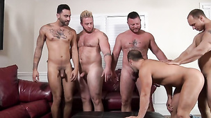 Dudes getting together to throw a proper orgy gay session
